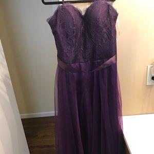 Plum colored Da Vinci sweetheart bridesmaid dress